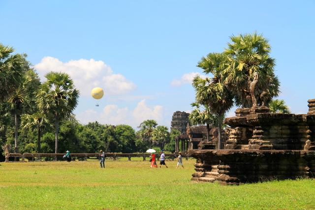 kumma-ilmapallo-angkor-watissa