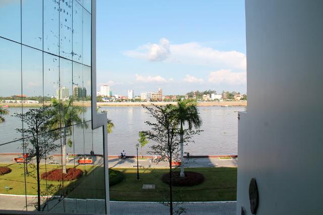 Näkymä Niron Boutique hotellin parvekkeelta Tonlé Sap -joelle.