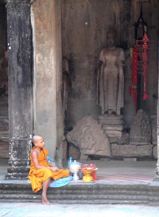 nuori-munkki-angkor-watissa