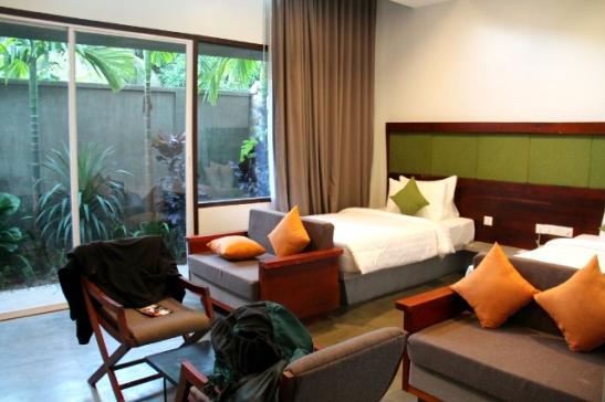Ensimmäisen yön vietimme Popular Residencessä hotellimme ylibuukkauksen takia.