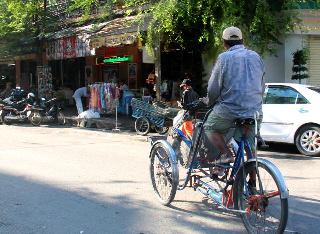 Phnom Penhissä on myös polkupyöräriksoja.
