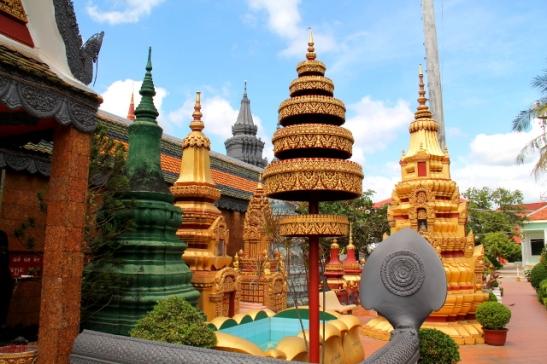 temppelin-koristelut-nayttivat-aika-muovisilta