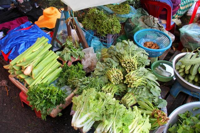 Vihanneksia Kandal Marketissa, joka on tori lähellä palatsialuetta.