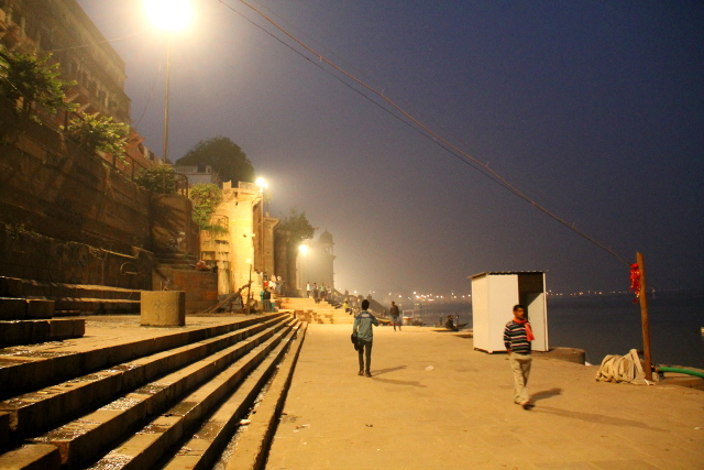 Varanasin rantaa.
