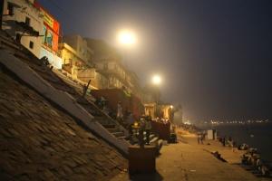 Nishad Raj Ghat on samannimisen kuninkaan rakennuttama kohta Gangesin varrella.