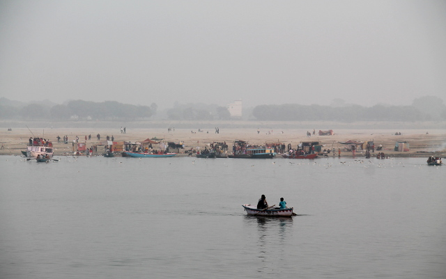 Vastarannalla oli joskus veneitä parkissa, joten jotkut viettivät sielläkin aikaa uhmaten mahdollisuutta jälleensyntyä Aasina.