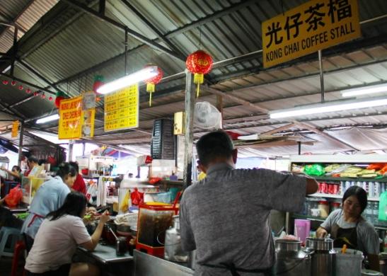Ruokakojualue Chinatownissa. Tuolta yritin etsiä kasvistiskiä.