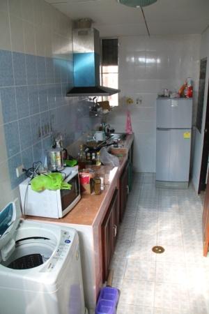 Chiang Main keittiössämme oli pesukone. Muualla maailmassa taitaa olla yleisempää, että pesukone on keittiössä kylpyhuoneen sijaan. Thaimaassa on myös yleistä, että pesukone on ulkosalla.