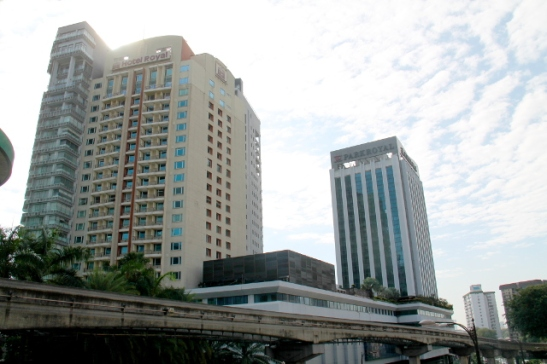Siirryin Bukit Bintangiin ilmaradalla saavuttuani junalla lentokentällä KL Centeriin.