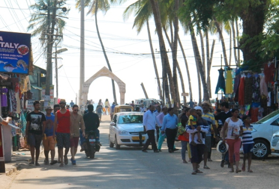 Palolemin rannalle vievällä tiellä on enemmän intialaisia turisteja kuin muualla.