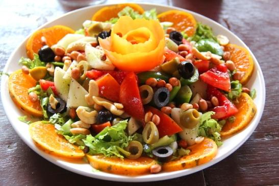 Vuodesta toiseen olen syönyt samassa Papillonin ravintolassa tämän salaatin.