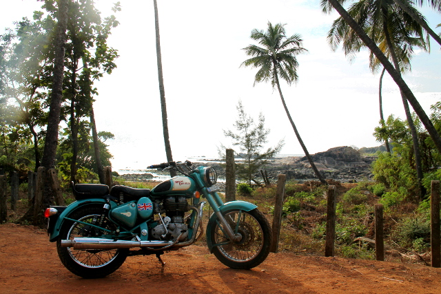 Klassinen Chennaissa rakennettu Royal Enfield -moottoripyörä.