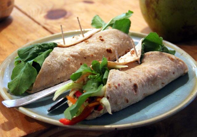 Zestin wrapit muistaakseni avokadolla. Wrapit ovat mielestäni ruokaa, joka on pysyäkseen. Mikä vain salaatti saa uuden fiiliksen, kun sen käärii johonkin.