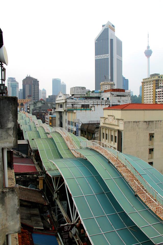 Jalan Petalingin katettu katu ylhäältä kuvattuna.